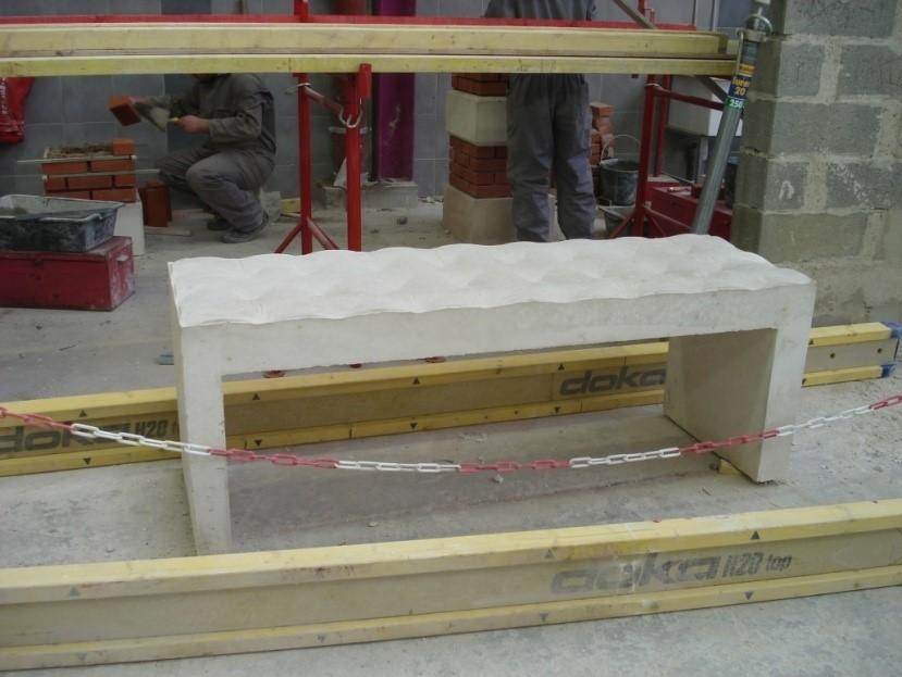 Réalisation de bancs béton pendant les PPCP