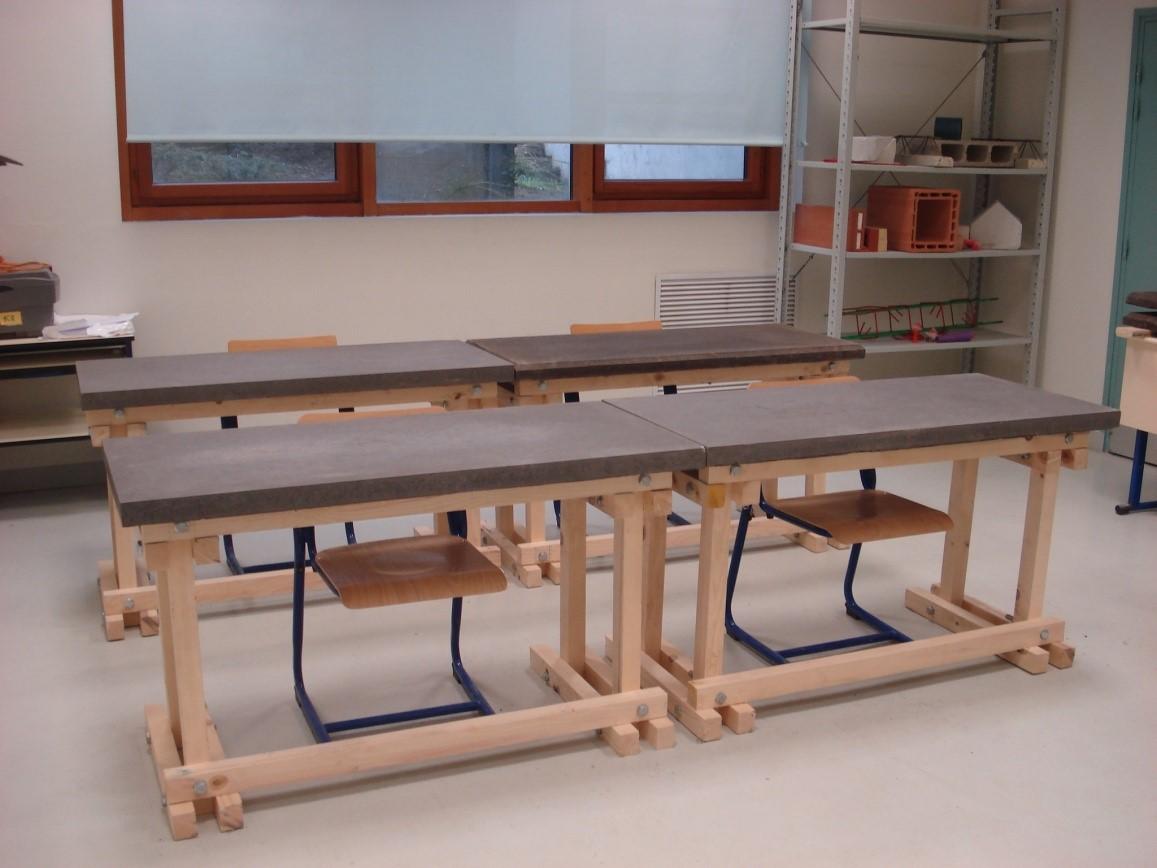 Réalisation de tables bois/béton pendant les PPCP