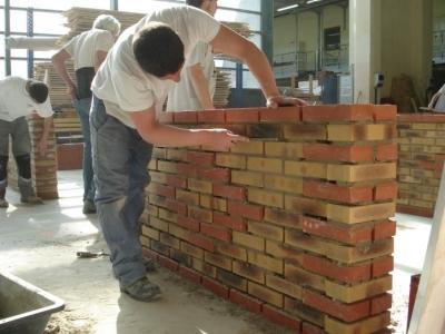 Travail de la brique pour les Olympiades des métiers 2012, 2 élèves de 2nd BAC