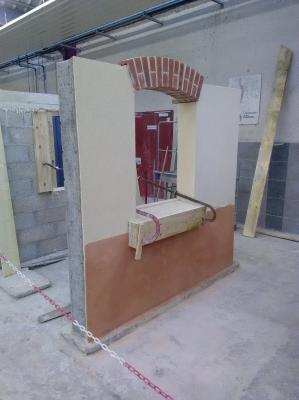 Réalisation d'un term Bac Pro. Réalisation d'un mur en BBM, d'un linteau cintré en brique, d'enduit de finition et d'un appui de fenêtre.